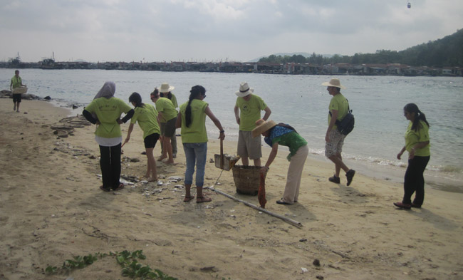 Students clean up beach