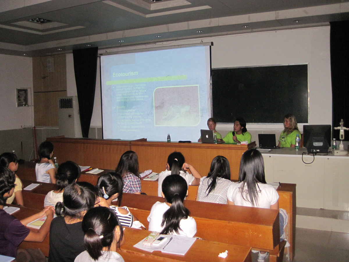 Lecture on Sea Turtle Conservation at Hainan University