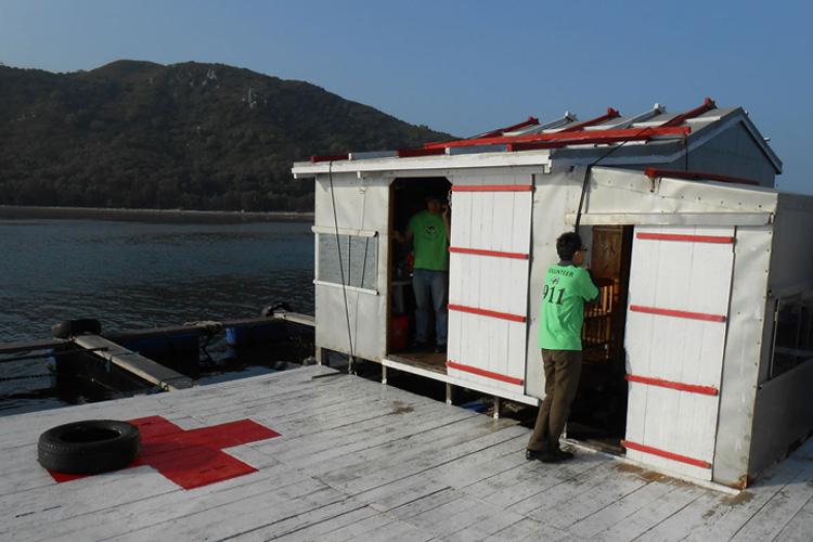 Floating sea turtle hospital