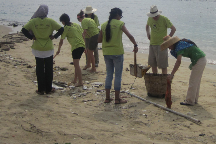 Students clean beaches of trash