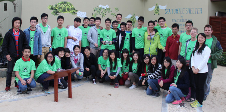 Student group picture at sea turtle shelter