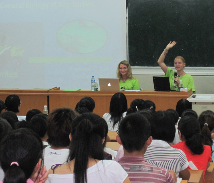 Lecture at university on sea turtle conservation