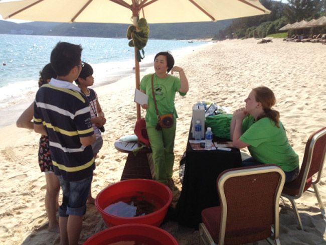 Tabling to raise public awareness for sea turtle conservation