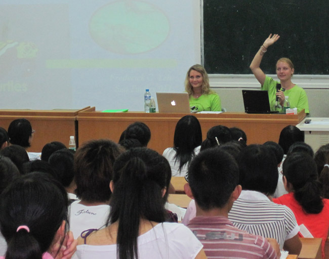 Teaching students sea turtle conservation