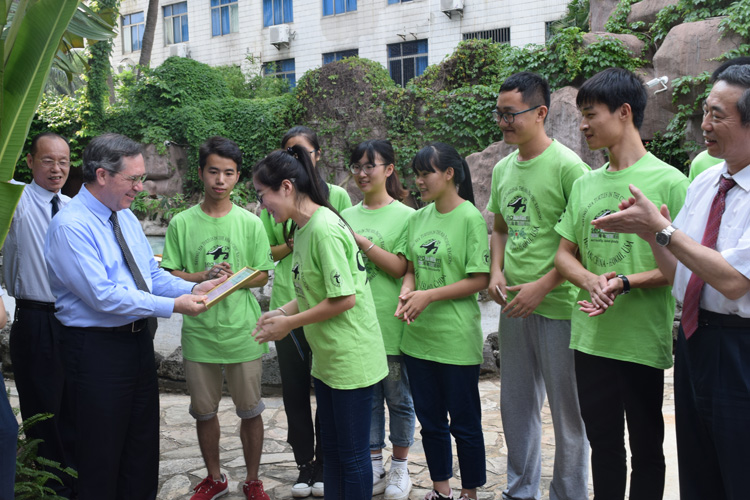 Consul General Charles Bennett presents sea turtle award to student